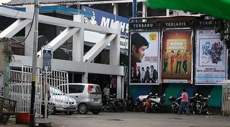 Sebuah hotel depan Aquarius Mahakam